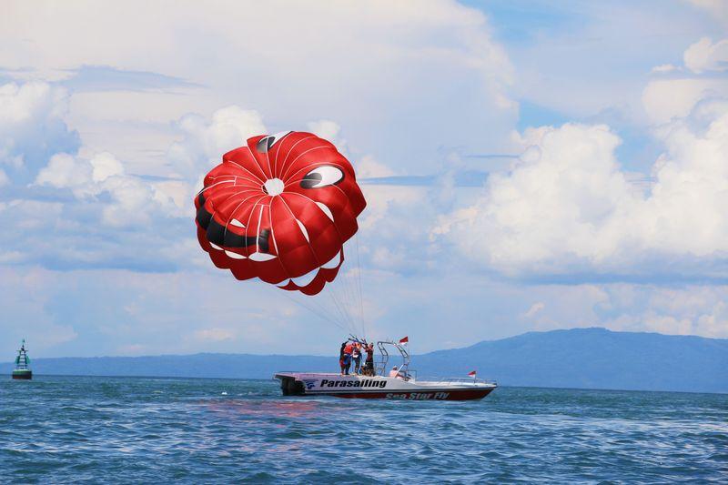 first-time-parasailing