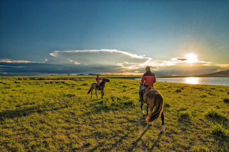 horseback-riding-mongolia