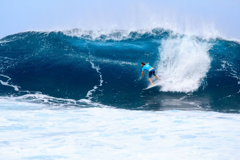 surfing-banzai-pipeline-oahu