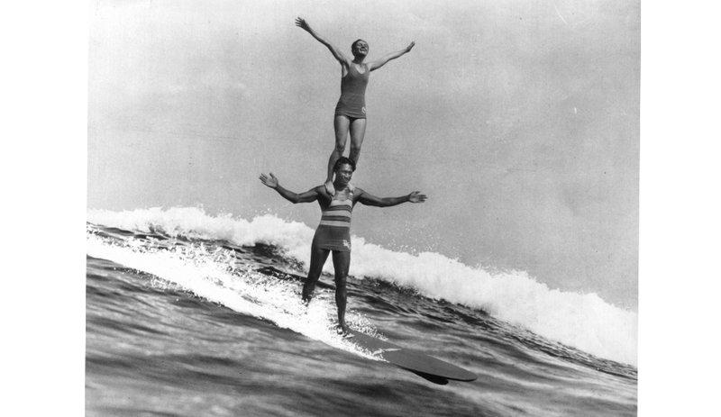 duke-kahanamoku-surfing