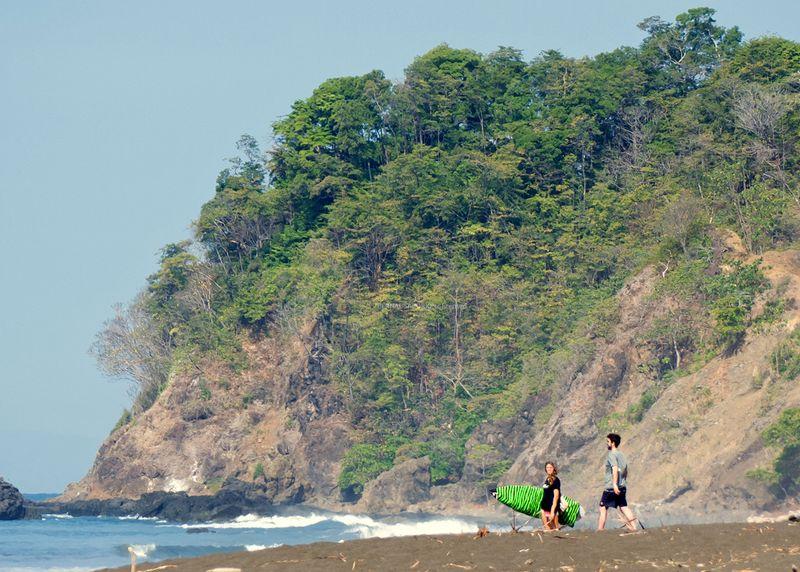 surf-playa-hermosa-puntarenas-costa-rica