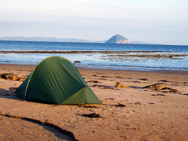 Beach Camping: Useful Tips and Tricks (+ Essential Packing ...