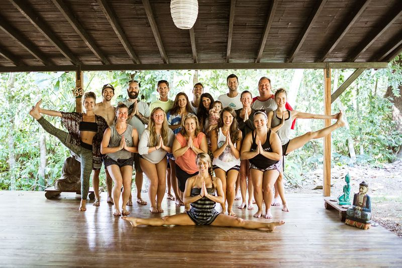 yoga retreat in puntarenas happy group