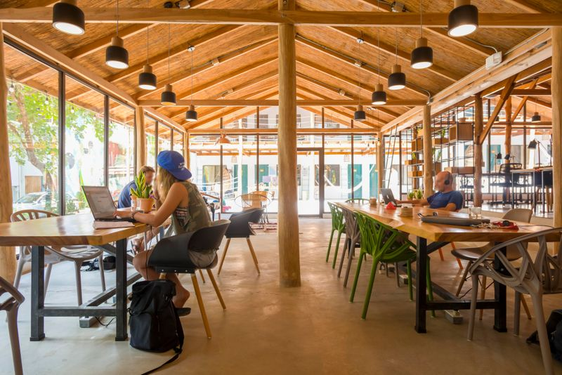 coworking-space-surf-camp