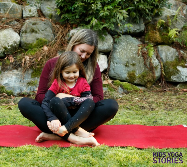 5 Easy Partner Yoga Poses For You And Your Kids While Traveling Bookyogaretreats Com