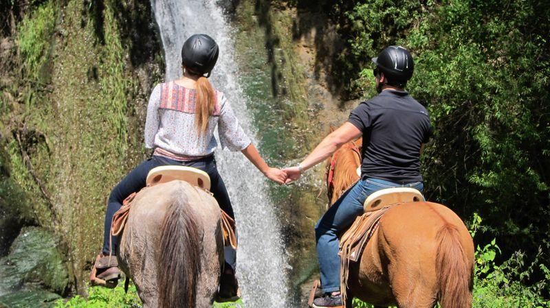 horse trekking in valle de bravo