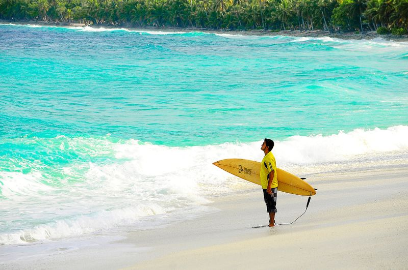 surfing-maldives-atolls