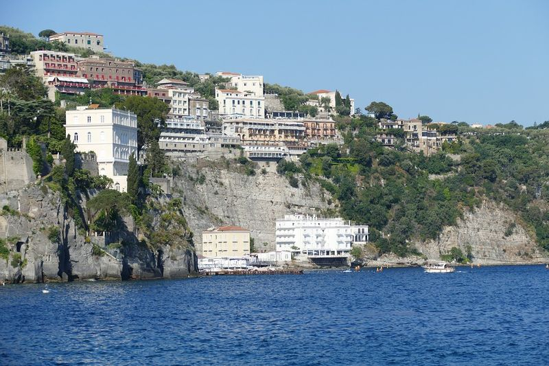 photo of the cliffs in sorrento