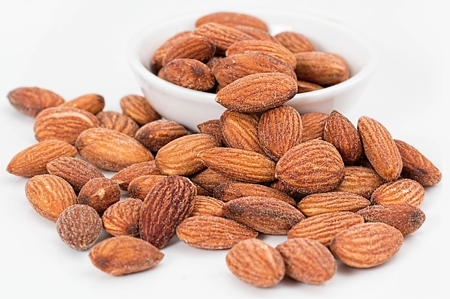 Foods that all Yogis & Non-Yogis Should Eat: Almonds