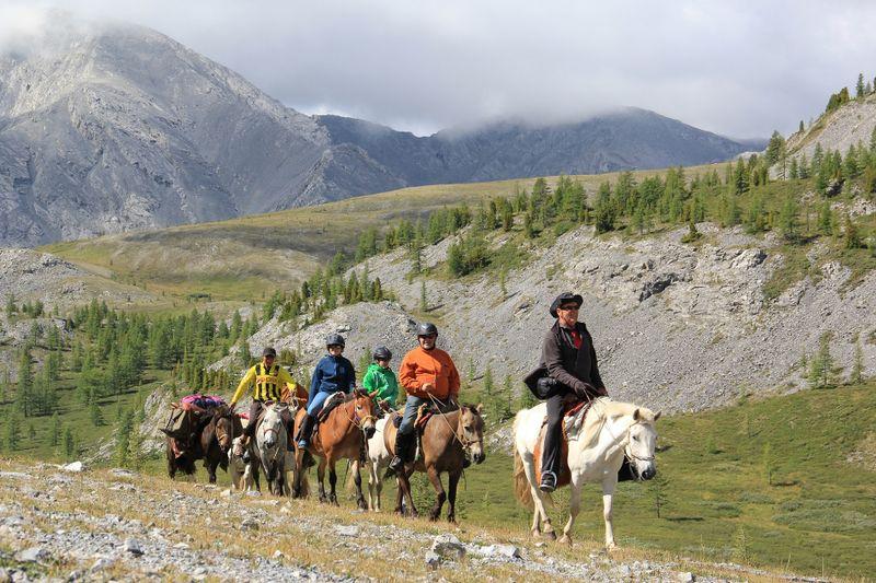 horse-trekking-camping-mongolia