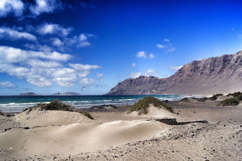 kitesurfing-famara-beach-lanzarote