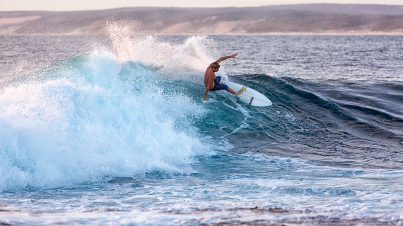 surf-jakes-point-kalbarri-wa