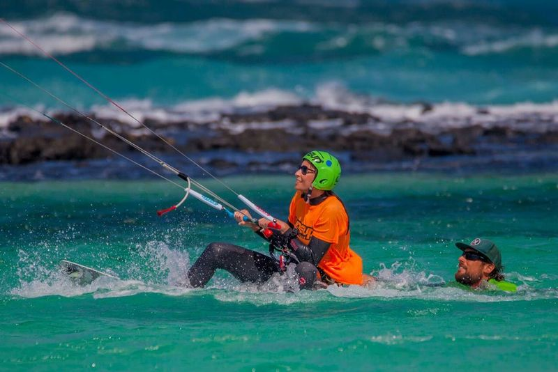 learn-kitesurfing-water