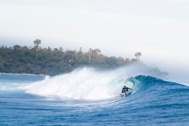 surf-java-indonesia-barrel