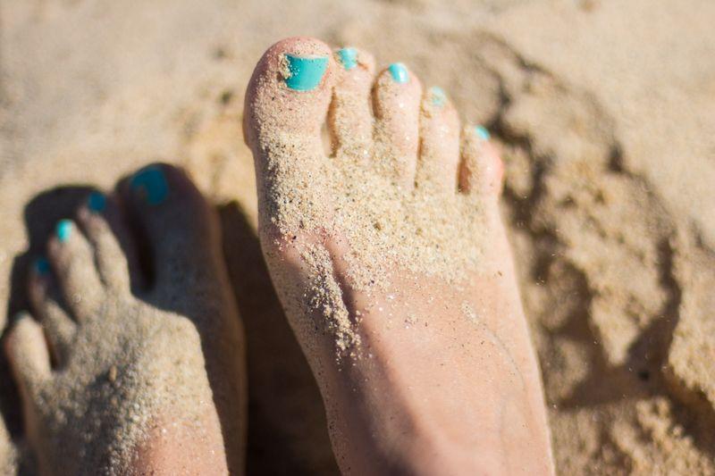 beach-feet-sand