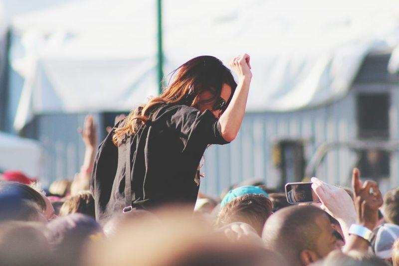 girl on shoulders during flovibe yoga festival