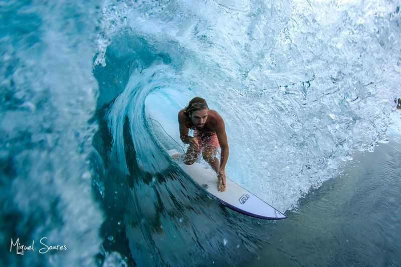 surf-lances-right-mentawai
