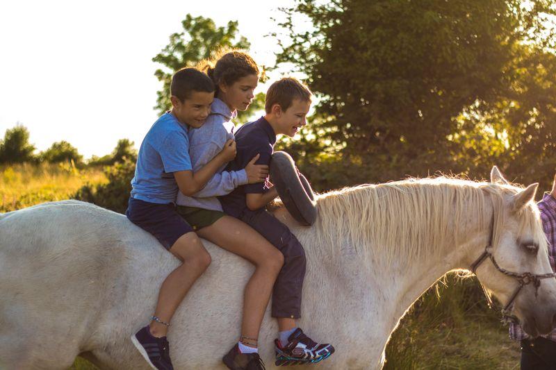 kids-horse-riding