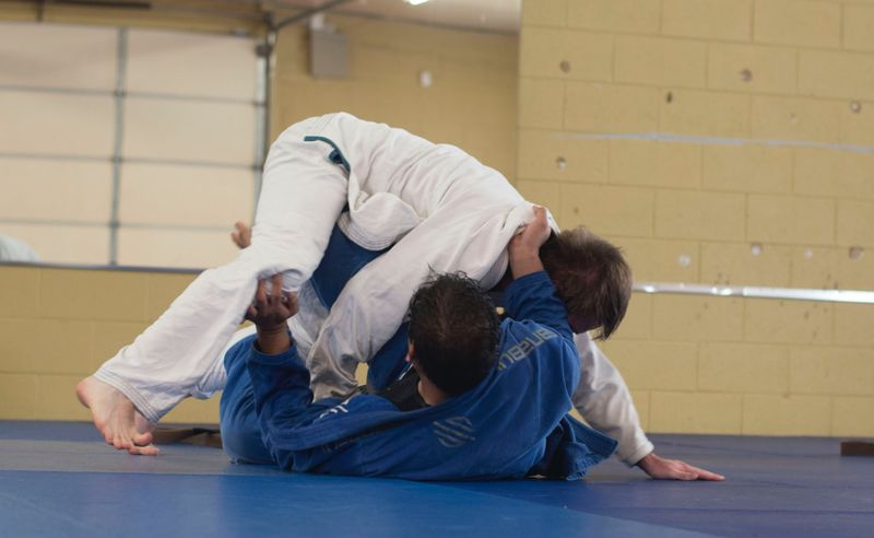 brazilian jiu jitsu two men fighting