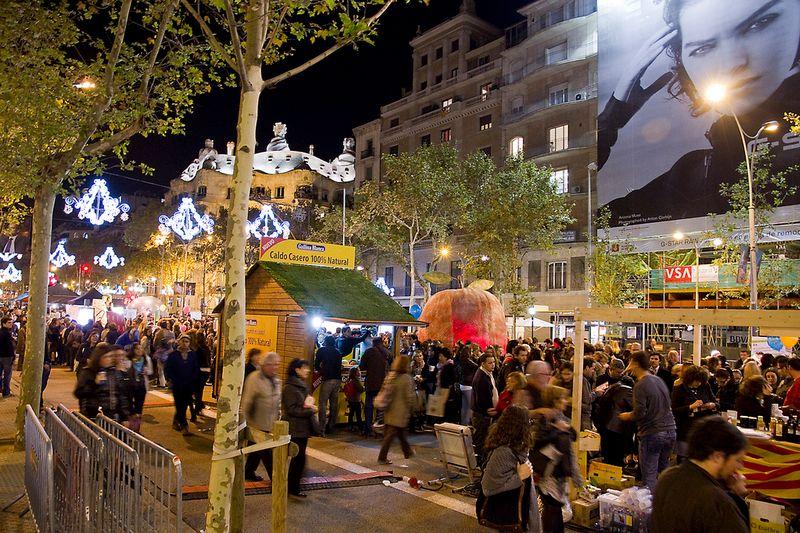 night shopping in barcelona by palau robert
