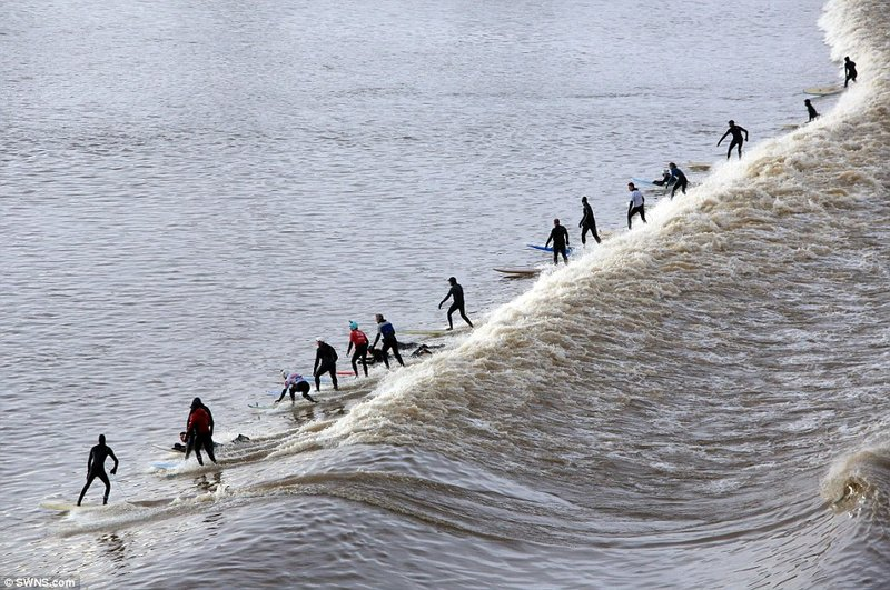 surfing-severn-river